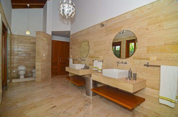luxury-5BR-Villa-pool (10)