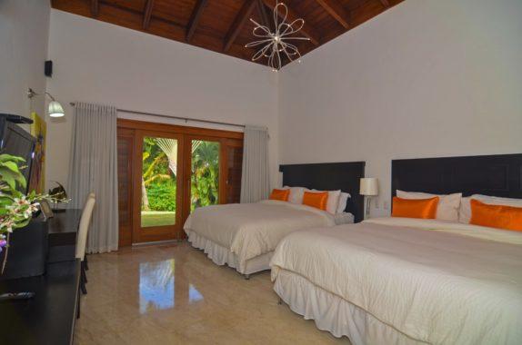 luxury-5BR-Villa-pool (21)