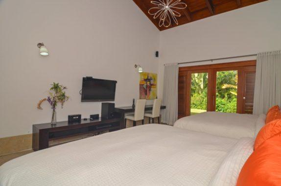 luxury-5BR-Villa-pool (23)