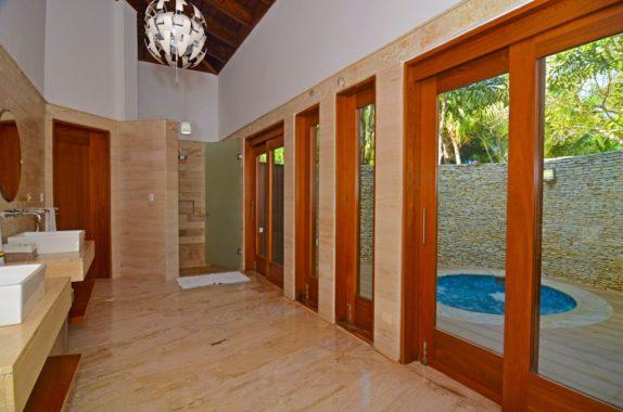 luxury-5BR-Villa-pool (8)