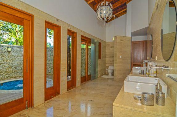luxury-5BR-Villa-pool (9)